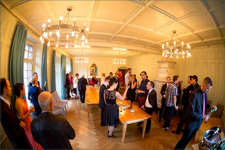 Apéro Hochzeit auf Schloss Wildenstein (Bad Bubendorf) fotografiert von der Fotografin Soraya Häßler - Bee Lucky Pictures