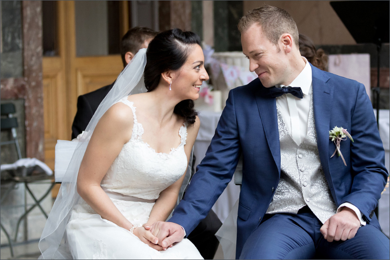 Freie Trauung Basel - Merian Villa - fröhliches Brautpaar
