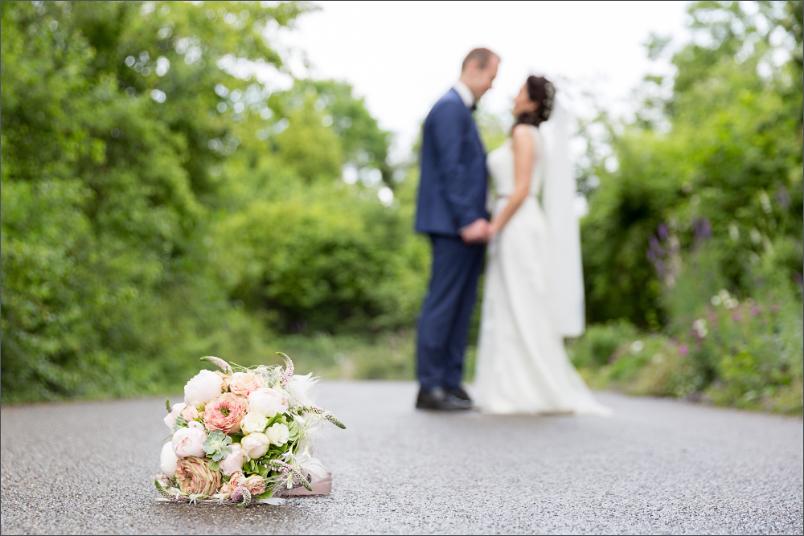 Merian Villa - Brautpaar Fotoshooting -Brautstrauß - Hochzeitsfotograf Basel