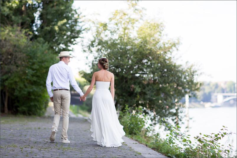 Hochzeit Fotoshooting Brautpaar am Hundestrand in Basel