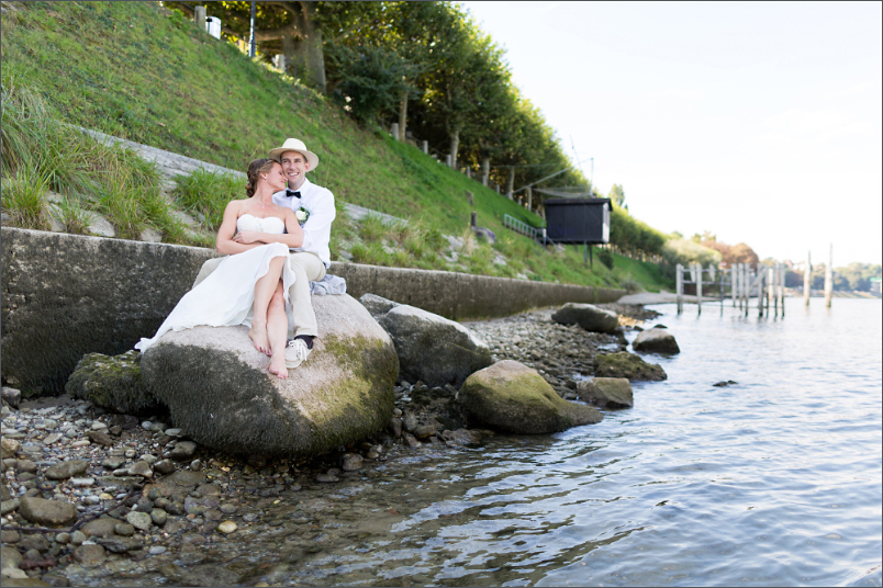 Hochzeit Fotoshooting Brautpaar am Rhein in Basel