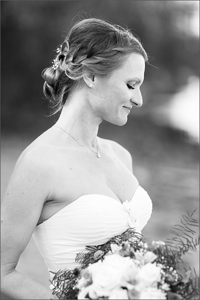 Hochzeit Fotoshooting Braut am Hundestrand in Basel