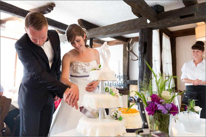 Restaurant Zum Fröhlichen Landmann in Hinterzarten mit Brautpaar - Hochzeitstorte