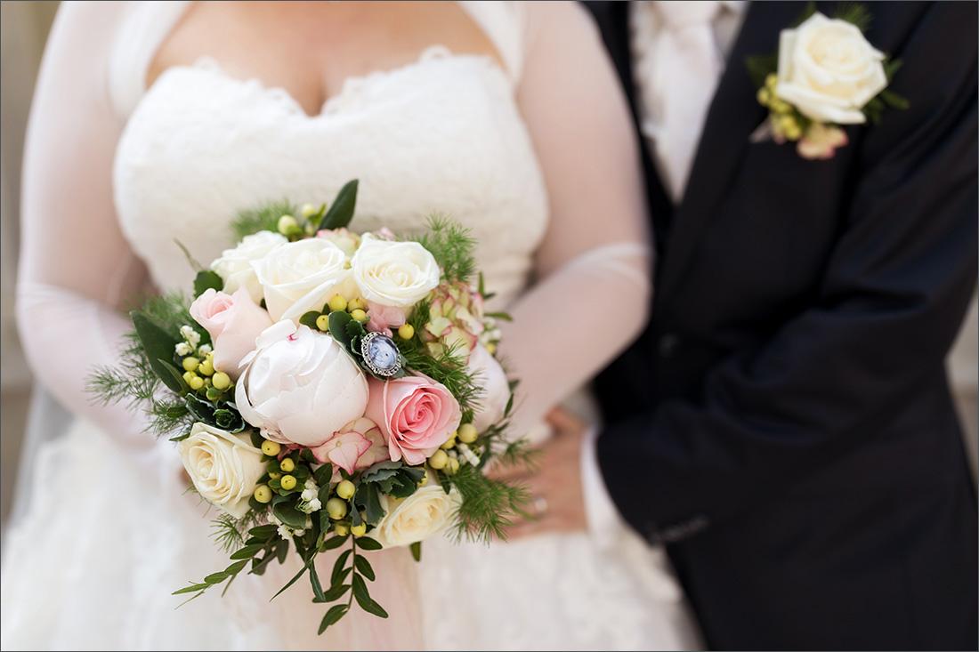 moderner und romantischer Brautstrauß
