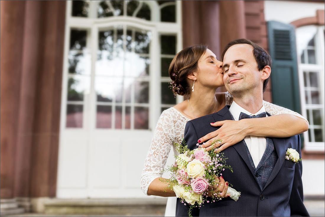 Brautpaar vor dem Standesamt Basel